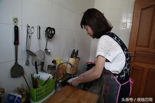 娘家來做客我看到廚房崩潰,飯後婆婆一個舉動,弟媳說看不起她