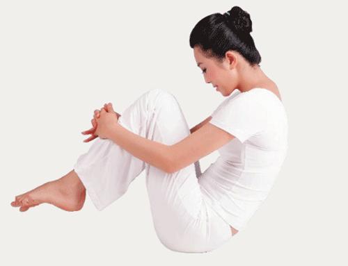 瑜伽「搖擺式」,1招解決10種病,床上就能練!