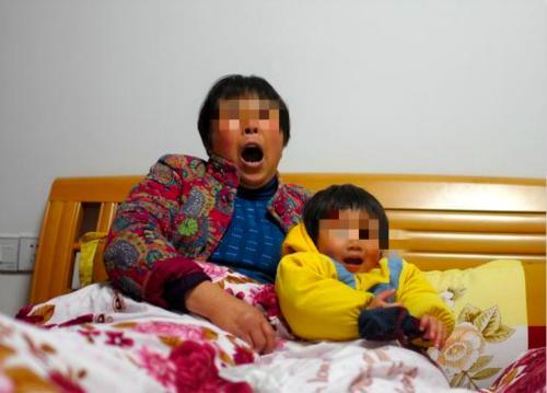 二胎生下女兒後,婆婆要2萬才肯幫坐月子,寶媽:我請月嫂吧!