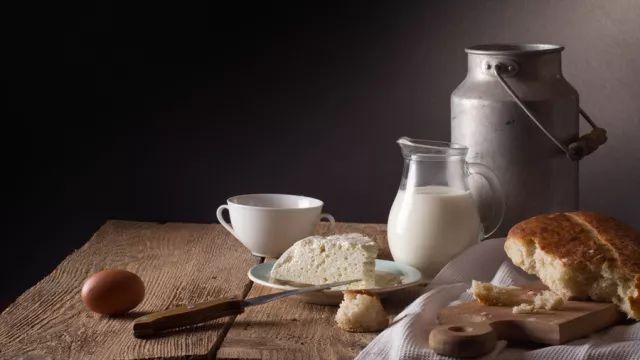 喝牛奶時,別做這 10 件事,第一件就有好多人在做
