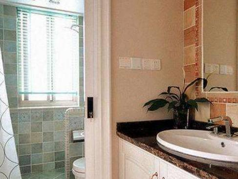 衛生間門用完要不要關?窮人回家這樣做,沒過多久就發財!