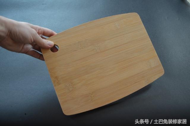 新買的砧板,阿嬤教我一個小方法,用10年都不發霉不開裂,太實用了