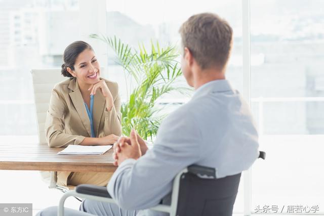 心理學:異性同事相處,有這四個跡象,遲早會「出事」