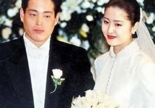 24歲嫁入豪門被瞧不起,32歲離婚遭夫家封殺,47歲身價上億