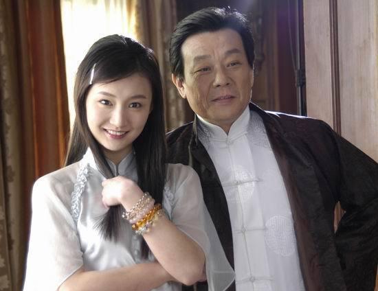 """身為明星的他娶了兩個妻子,只有一樓之隔,如今64歲患""""中風""""!"""