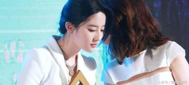 劉亦菲開直播,當她關掉美顏的那一刻,服務器差點就要癱瘓了!