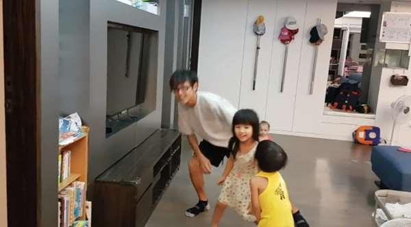 阿翔跟正妹老婆結婚7年,3個孩子都可愛到不行,尤其是大女兒曝光,網友驚喊「是戴假髮的阿翔啊!」
