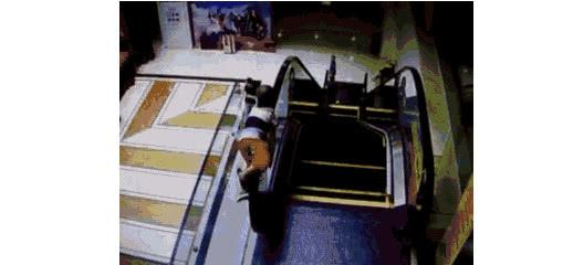 男孩在電梯玩耍,被卷到扶梯外側墜落身亡,母親:差點就抓住了