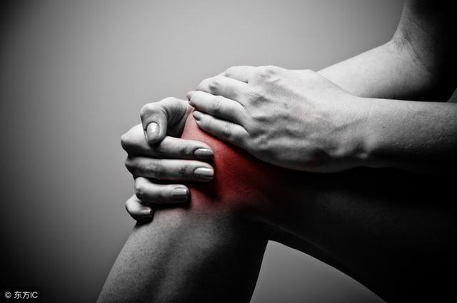 1分鐘的「推牆體操」,80歲也能練,告別便秘、膝關節病