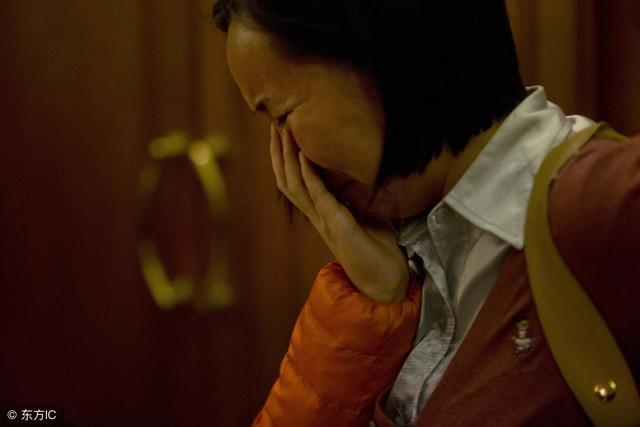 我隱瞞丈夫去世的消息10年,偷聽了婆婆對兒子的談話,我哭了