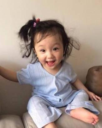 """林心如的女儿_林心如2岁女儿美的过分,继承父母的优点,真是个大眼""""睫毛精 ..."""