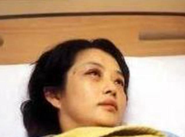 娛樂圈最慘女星,嫁入豪門13天被砍斷手指,懷孕15周被踢流產