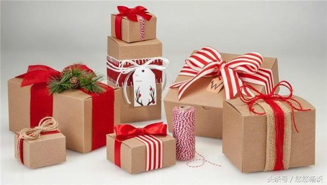妻子回娘家,丈夫分文不給,打開準備的禮物,岳母淚流滿面