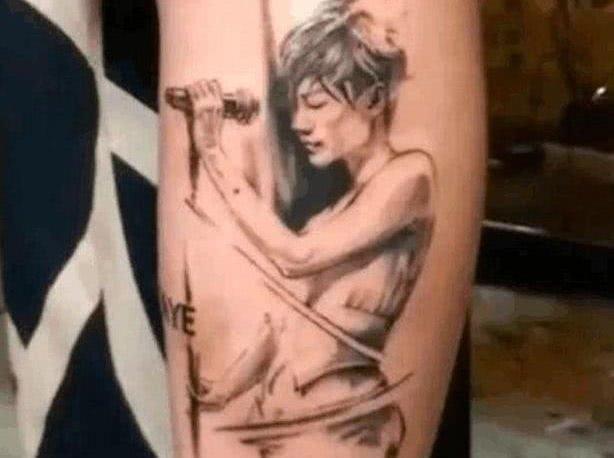 謝霆鋒用王菲照片紋身秀恩愛,兒子卻把他畫在畫裡,網友:太心酸