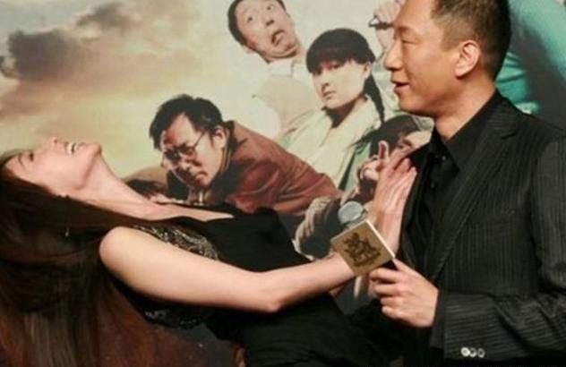 孫紅雷「強摟」林志玲,有誰注意孫紅雷手的位置? 暴露真實人品!