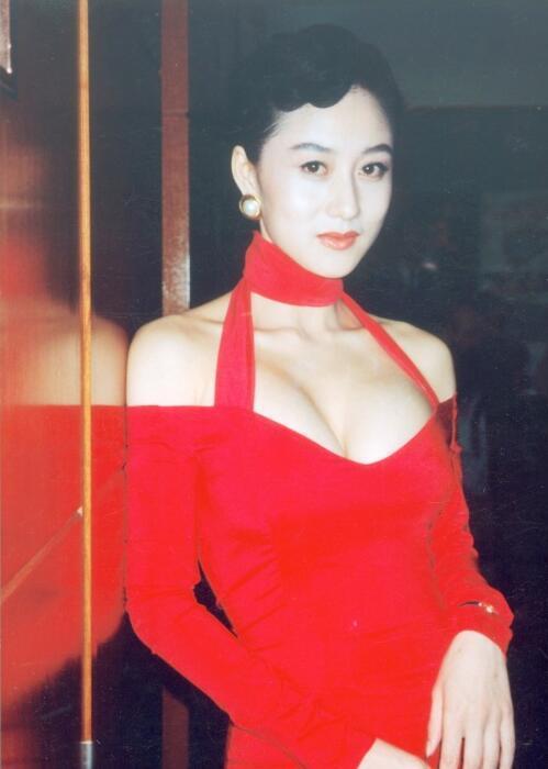李連傑曝兩女兒近照,身材高挑,比媽媽利智還美