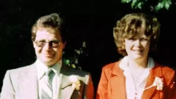 妻子與人私奔,他守著一個「鐵桶」整整23年!然而某天家人偷偷瞞著他打開一看,家人當場暈倒!