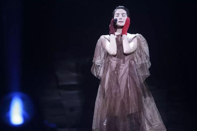 李亞鵬深夜發文宣布噩耗,王菲卻無任何回應,網友:「白養」3年
