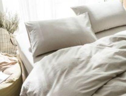 十五歲女兒每早悄悄洗床單,母親起疑,趁女兒熟睡掀了被子,傻住