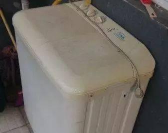 女兒臨終前一直說:洗衣機壞了,辦完喪事打開一看,母親精神失常