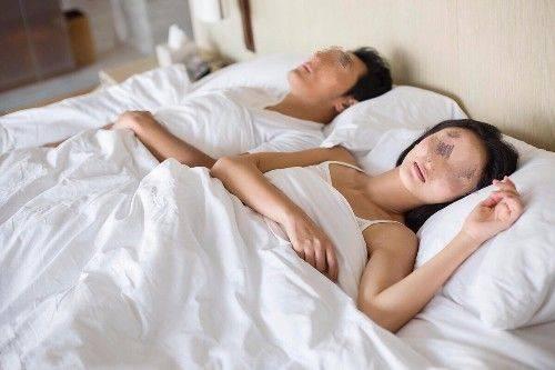 同居後男友不再碰我,半夜醒來一摸被子,我決定這輩子非他不嫁