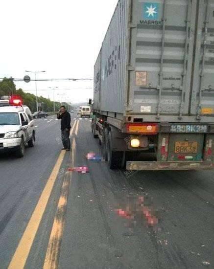 【8月大嬰兒遭碾壓身亡】夫妻吵架竟狠心將兩個孩子扔進車流!!簡直不是人!!貨車司機直呼:為什麼要害我………