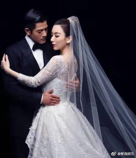 嫁大22歲老公成功產子被寵成公主,再挺孕肚拜年,被贊貴氣十足~