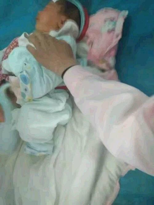41歲產婦陣痛24小時生下男寶,「砰」的一聲,推出的卻不是產婦
