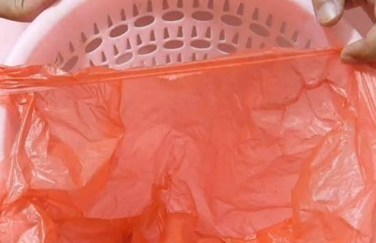 垃圾桶上一定要放一隻筷子,這個妙招太棒了,後悔今天才知道!