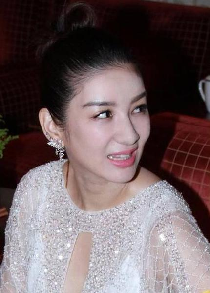 娛樂圈又一女星宣布離婚,放棄孩子撫養權,索要15億分手費?
