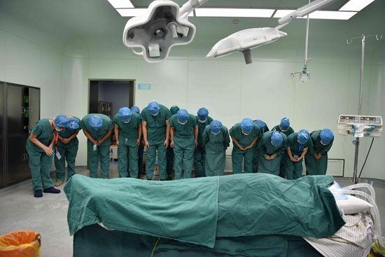 不敵癌症病魔逝世!新北44歲腫瘤醫活人無數,臨終長嘆:救人無數,求多活卻好難