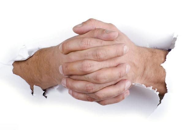 早起後,雙手出現2種現象時,是血脂升高了,一個小動作預防血栓