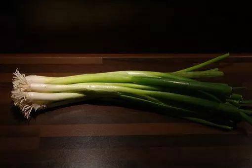 男人常吃蔥,會收穫5個好處,但4種吃法會傷身 !