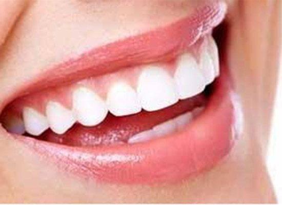 牙齦一旦萎縮,就會出現塞牙,牙根疼痛,4個方法幫到你 !