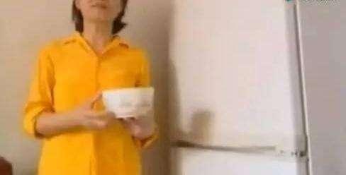 將一碗水放在冰箱裡,竟然可省這麼多的電費,快來學習學習一下吧!