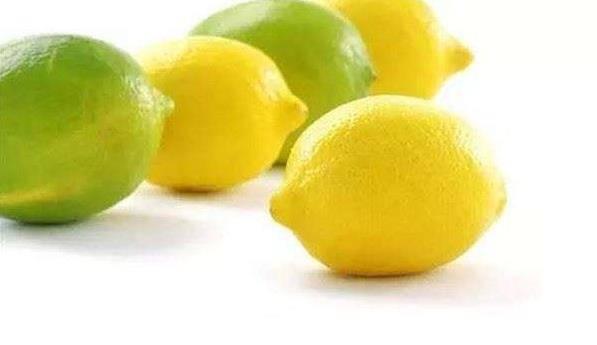 她把【 檸檬加上鹽 】放在廚房地板,沒想到隔天醒來奇跡發生了!太神奇了,不看可惜了!