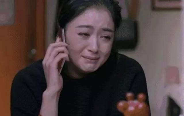 姐姐結婚六年終懷孕,給母親報喜電話沒掛,聽到對話母親心寒了