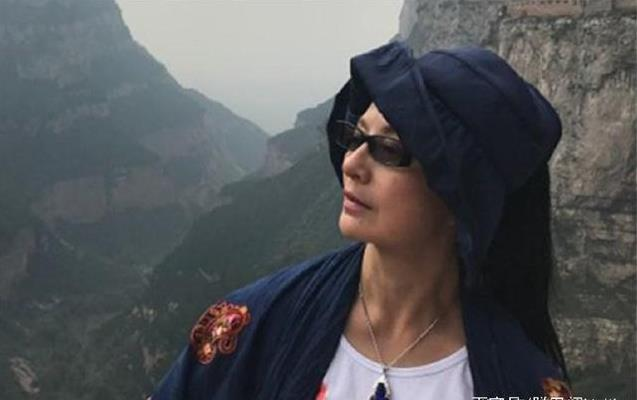 53歲武打女星李賽鳳近照曝光!曾經最美「霸王花」如今長成這樣!