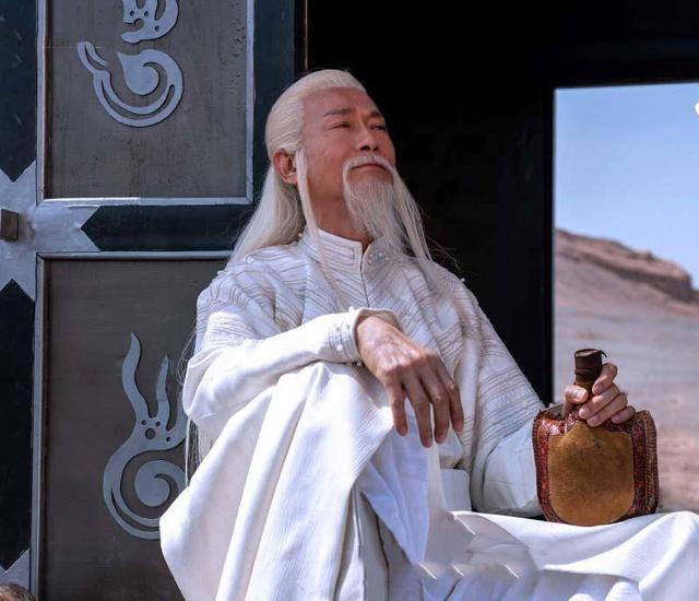 72歲鄭少秋近照曝光!與同齡汪明荃合影,瘦骨嶙峋老態盡顯!