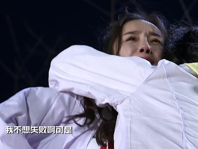 離婚後的楊冪第一次示弱,淚流滿面照片被瘋傳,網友:太委屈!