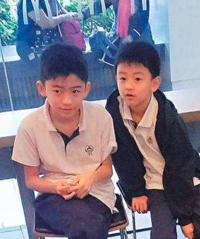 謝霆鋒五一現身香港,背包不見與王菲情侶掛件,首度回應不愛孩子!