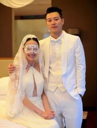 曾被樹枝刺穿肺部昏迷,一個月後老公求婚成功,如今曬女兒幸福合照!