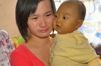 保姆帶孩子從沒尿濕過褲子,媽媽起疑打開家裡監控含淚叫來了警察