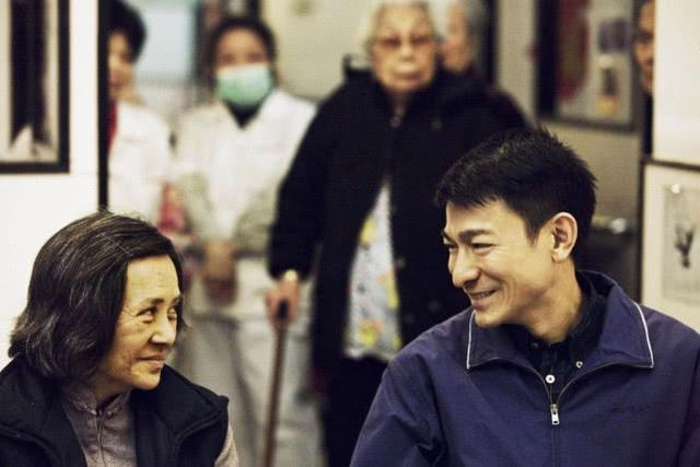 71歲影後葉德嫻晚景淒涼,兒女雙全無人照料,過年跟劉德華團聚