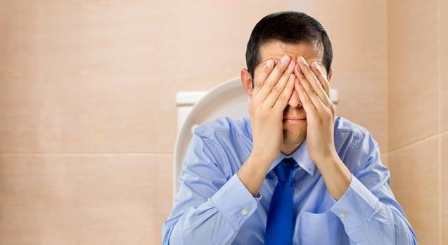 肝不好的人,上廁所時會有3大「表現」,若占一個,提醒你需養肝了