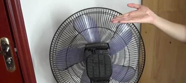 清洗風扇不用拆,教你一招,這樣就能把灰塵都擦乾淨,鄰居看了紛紛效仿!