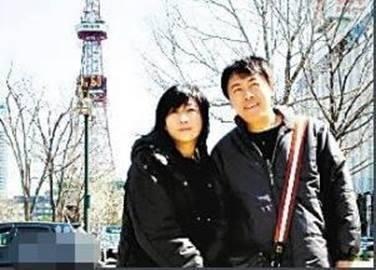 一定是特別的緣分,才可以一路走來變成了一家人,這一生幫助最大的卻是他的妻子蕭慧文,也就是十一郎