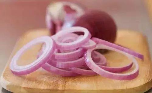 把洋蔥和蘋果這樣吃,能甩掉贅肉和雀斑,對消脂和抗衰老有很好的效果!