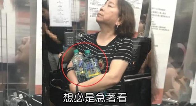 看劉詩詩與婆婆的照片,再看看高圓圓的,網友:沒對比就沒傷害!