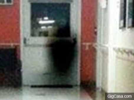 12張證明「背後靈是真的」的魔王等級無PS靈異照片。#6 病人死前拍到惡魔跳舞!